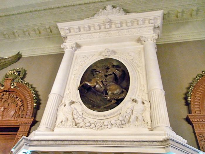 164.3:700:525:0:0:napoleon:none:0:1:皇帝ナポレオンの甥の邸宅だったことを証明してくれるレリーフ: