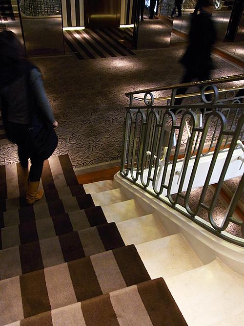 161.4:500:667:0:0:1213d:none:0:1:客室へ向かう階段はカーペットの競演: